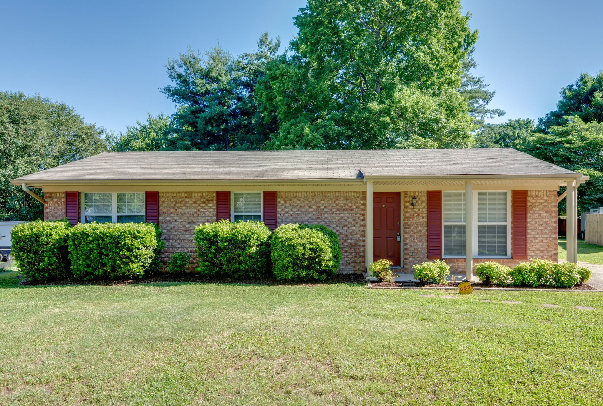 Move-in ready starter home with fresh paint throughout, brand new water heater, newer stove and dishwasher, and one of the most affordable options in Williamson County.  Lovingly maintained and located on a large level lot with mature trees.  Located on a quiet cul-de-sac with easy access to shopping.  Priced to sell quickly.