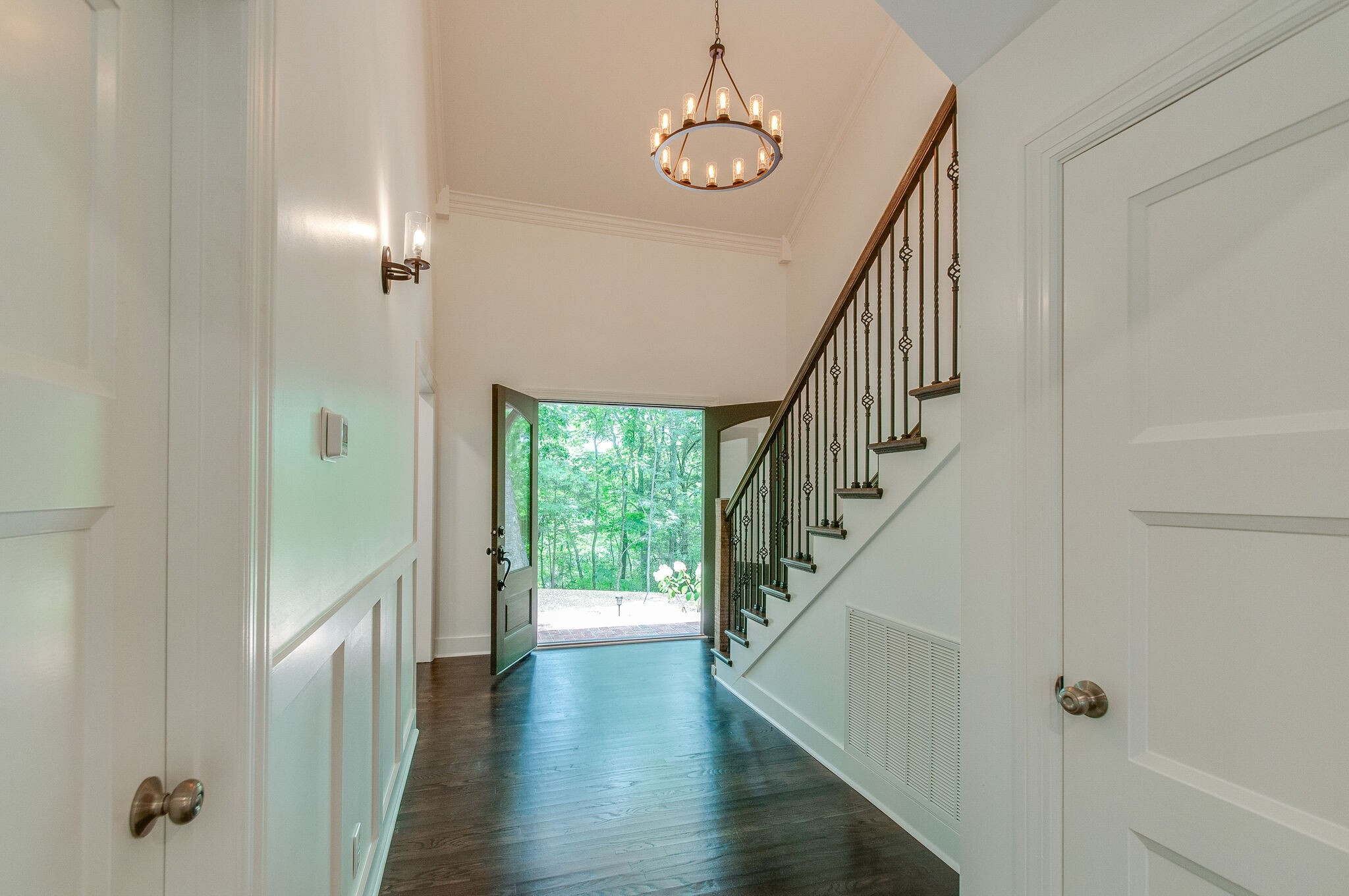 Stylishly remodeled home w/pool nestled on a 4.5 acre private wooded hilltop. Private retreat, better than new! Open floorplan for entertaining. Huge deck, screened porch, lrg windows with tranquil views. Hardwoods & high-end finishes throughout. Full bath in each BR. Chef's kitchen w/8-burner gas stv. Master on main flr has spa bath w/private laundry rm. Second laundry rm upstairs services 3 additional BRs. Bonus rm w/bar, bath, clst. Extra 2-car detached garage w/workshop/tackroom + 2 stalls.
