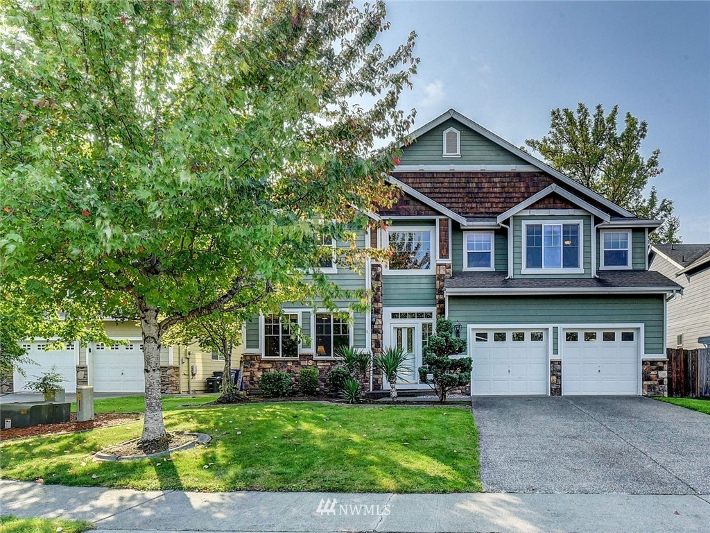 """One owner home backs up to the 5th Fairway of High Cedars!Remarkable""""Open Concept""""great room living,soaring clgs,XLG windows,designer colors,white millwork & upgraded flrs thru-out.Main flr off. features glass french drs.Kitchen boasts of newer S.S.appliances,ctr island,& wine cooler!Barn door opens to 300 bottle wine cellar.Upstairs catwalk overlooks great rm,golf course,bonus rm & huge master suite.Glass sliders to bkyd/covered patio,EZ entertaining & golfers paradise.Seller is gifting FNHW ."""