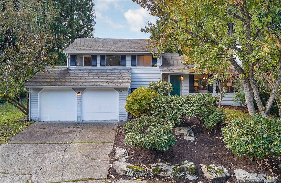 It's all about location for this 70s-era tri-level home on quiet cut-de-sac near Ardmore Park & Elementary. Ready for new owner with refreshed interior paint, hardwoods on bedroom level, new luxury vinyl plank flooring in all living spaces, new vinyl in bathrooms & laundry.  Gas heat, fireplace in living room, wood stove in rec room. Spacious 2-car garage with work bench. Nice deck off dining room for entertaining and steps to patio & spacious backyard. Near Microsoft & Idylwood Beach Park.
