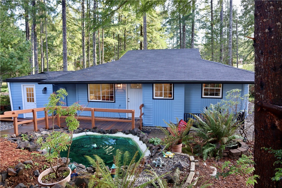 The perfect Pacific Northwest lifestyle awaits you in this beautifully updated 1000 sq ft home featuring 2 bedrooms, an office & full bath on Lake Limerick's 8th Fairway. PLUS a fully renovated 445 sq ft studio apartment w/private entrance & brand new kitchen, ideal for home office, guests, rental or Airbnb. Stroll the mature gardens, relax by the pond, lounge on the decks, enjoy the fire-ring & admire the lovely garden & golf course views from both bedrooms & the studio. A horseshoe driveway offers plenty of parking for guests & RV/boat. Oversize garage w/ workshop & garden shed. Everything you need to make the most of life at Lake Limerick is here. Beach, Boat Launch, Golf, Restaurant, Clubhouse, Pro shop & more. Welcome home!