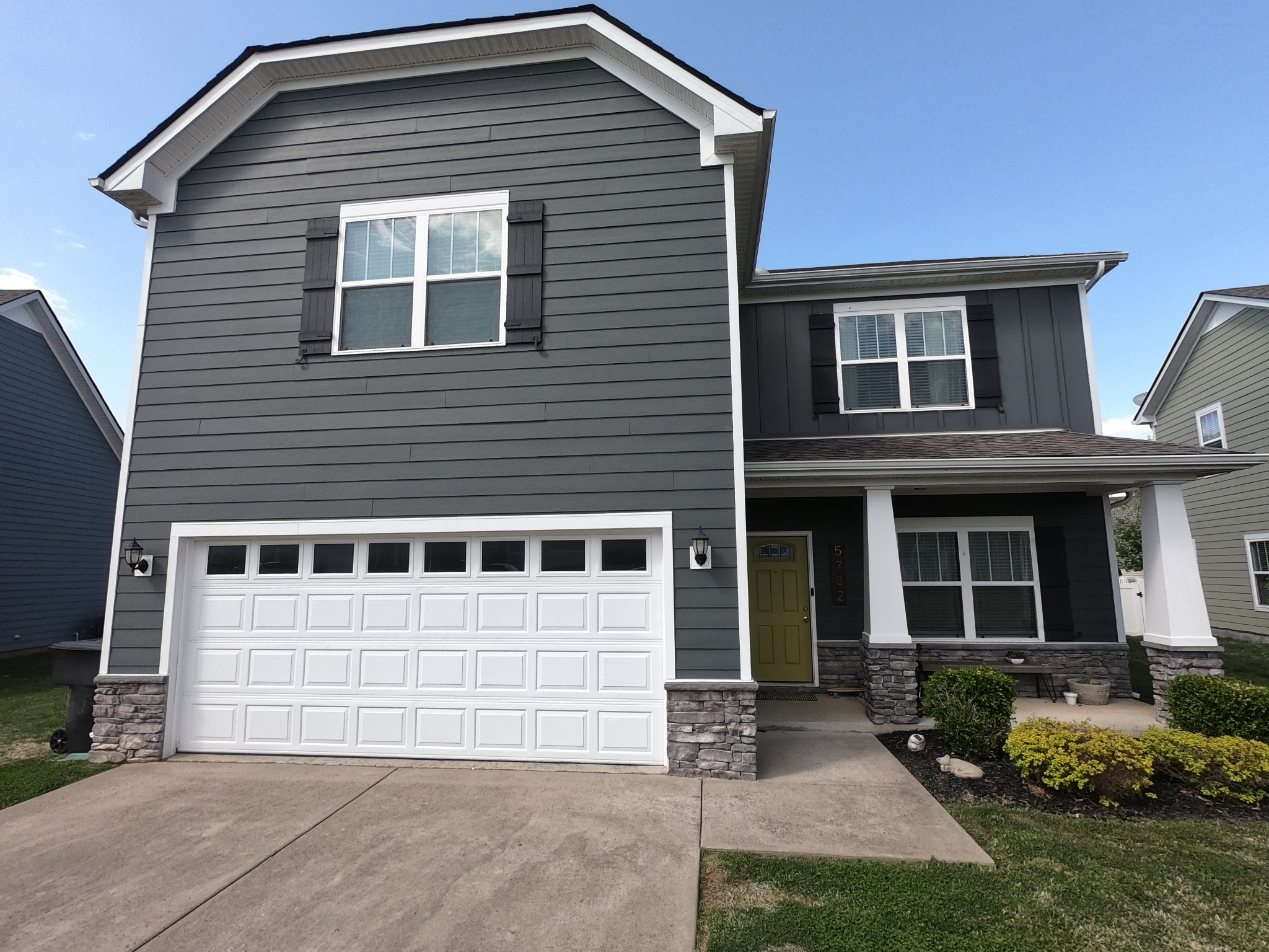 Showings begin 4/11 9AM. Come enjoy Berkshire living at its finest. Two pools, basketball courts, playground, and pavilion. All Bedroom upstairs. Laundry and massive bonus room on the 2nd level. Double vanity and walk in closet with the owners suite. Wood flooring & granite tops in the kitchen. Exterior wood burning fireplace with the covered back patio. Triple Blackman zoned with the option of Overall Creek elementary.