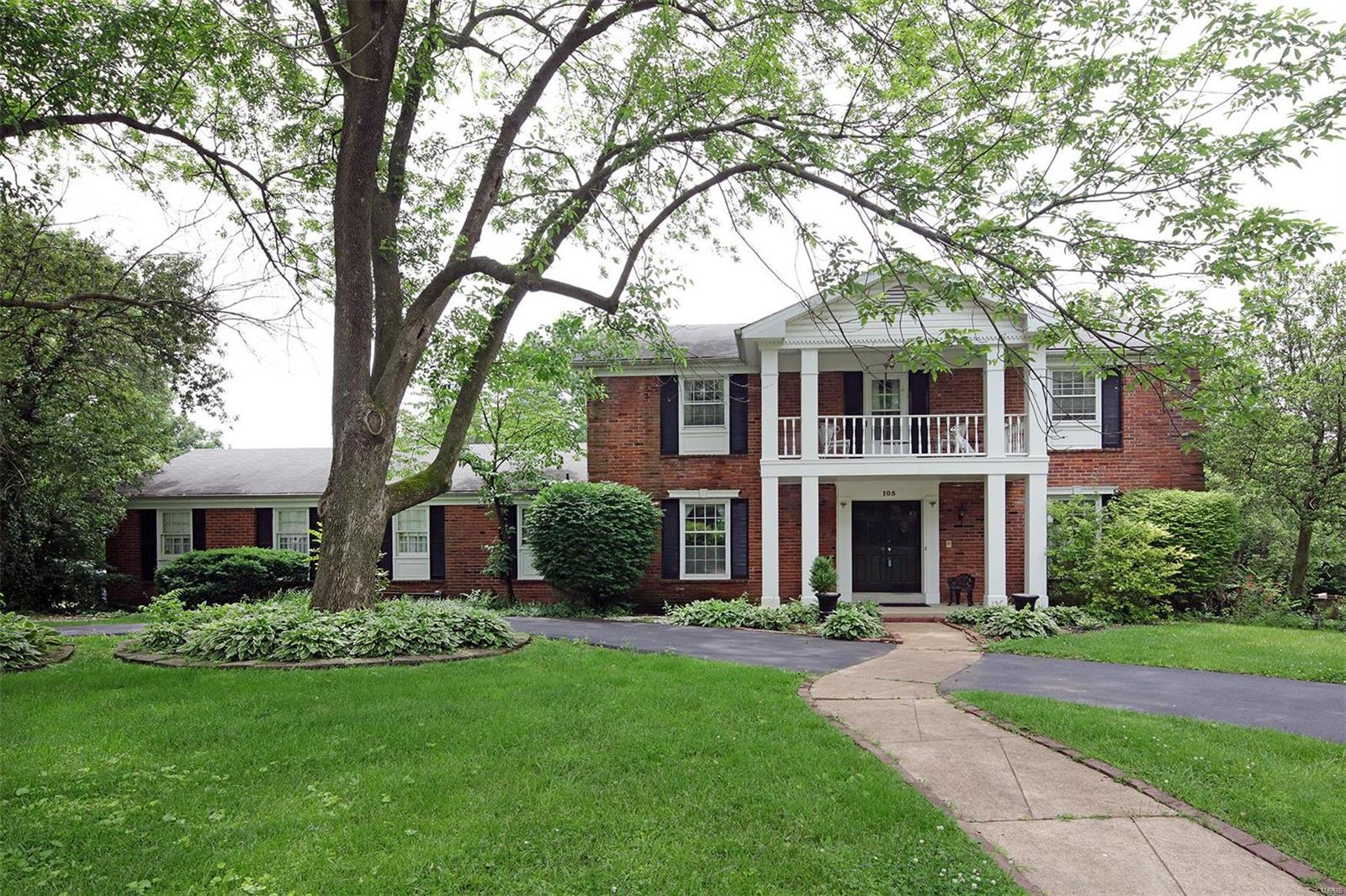 105 Carriage Square, Creve Coeur, MO 63141