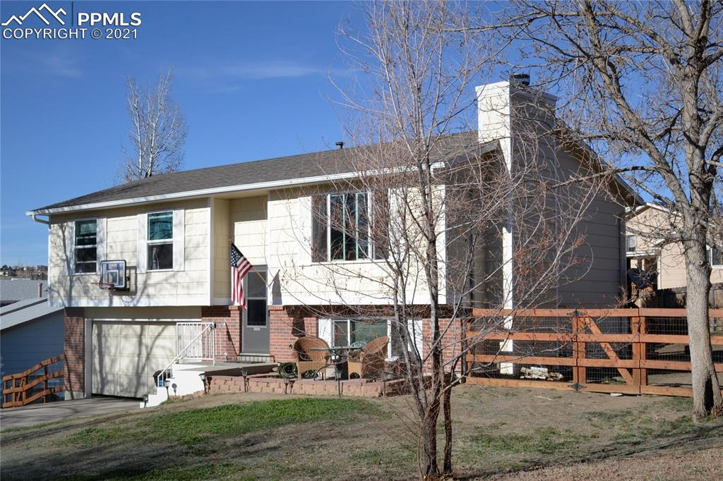 *Fabulous 1/4 acre Lot in the middle of the city*Walk to Cottonwood Creek Park*Fully-Fenced *Owner has improved most of the working parts of this home*New Furnace (1/2020), Water Heater (2019), Air Conditioning (2020), Vinyl Windows (2016), Upstairs Bath (2020), Kitchen Appliances and N. Side Siding & Gutters (2019), Parimeter Fencing (2017)*Carpets just cleaned*Adorable 3-Bedroom home has plenty of space to epread out*Incredibly homey Family Room has wood-burning Fireplace*Spacious Kitchen and Dining Room walks out to huge wooden deck*Living Room is open to the Dining Room and Kitchen*Main Level Full Bathroom is conveniently located next to all Bedrooms*Workshop area in Garage*Wonderfully sized Master Bedroom*Large 2-Car Garage*Welcome Home!