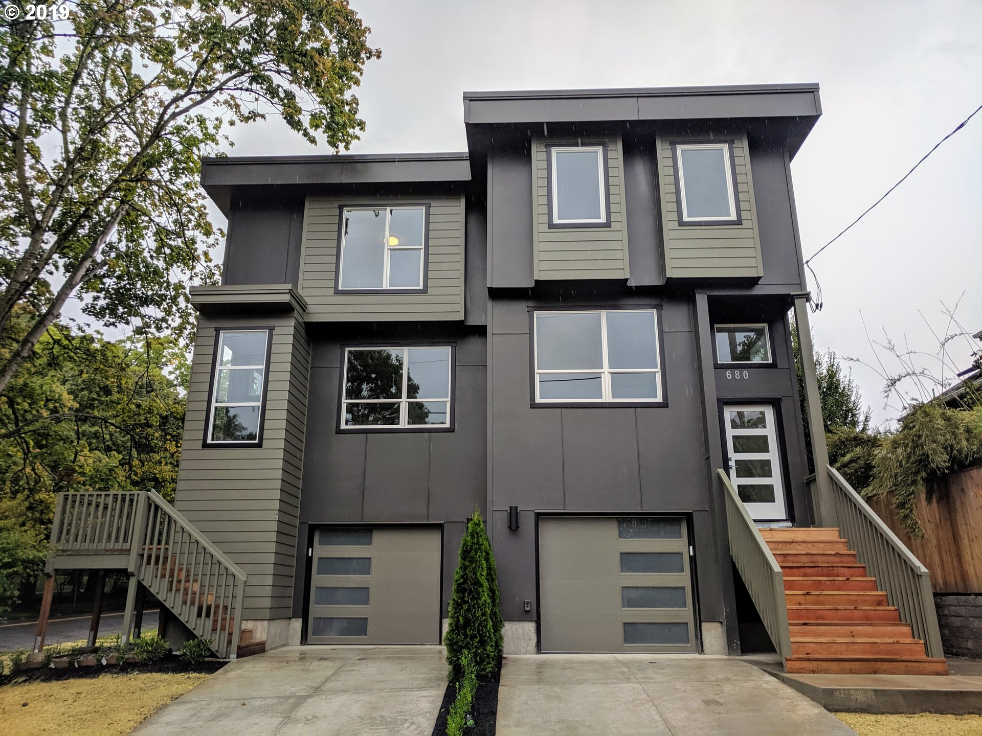 Beautiful modern townhouse style condo in the heart of the Eliot/Irvington neighborhood. 4 bedrooms, 3.5 bathrooms with lots of space. Great natural light with a fantastic view of Irving Park. High end finishes throughout with quartz counter tops and stainless steel appliances. Basement guest suite has a separate entrance and view of the Park.