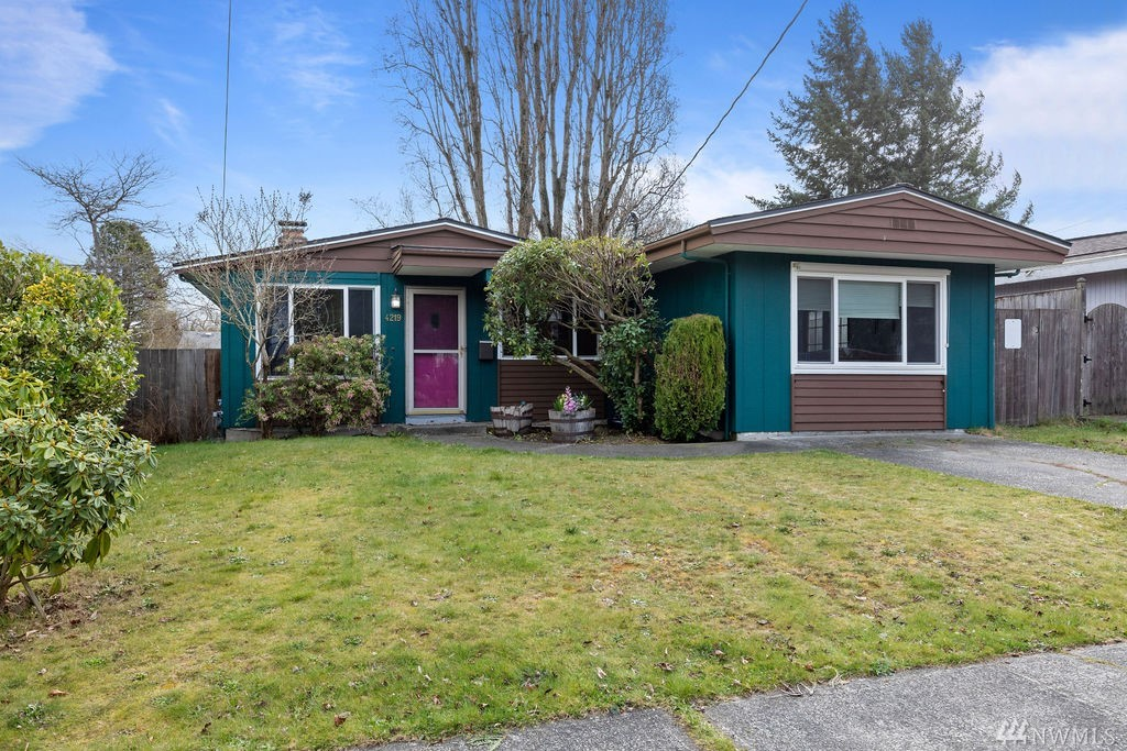 Opportunity on Orchard! A fantastic 3 bed/1 bath rambler in North Tacoma! This 1,275sf home sits on a large lot & has open living spaces including a great family or media room! Fully fenced backyard w/patio, hot tub, garden beds & shed for all your toys & tools. What a great blank slate – add some personal touches & this will be the cozy abode you've been dreaming of, plus, the location can't be beat! Close to all the best that Tacoma has to offer.