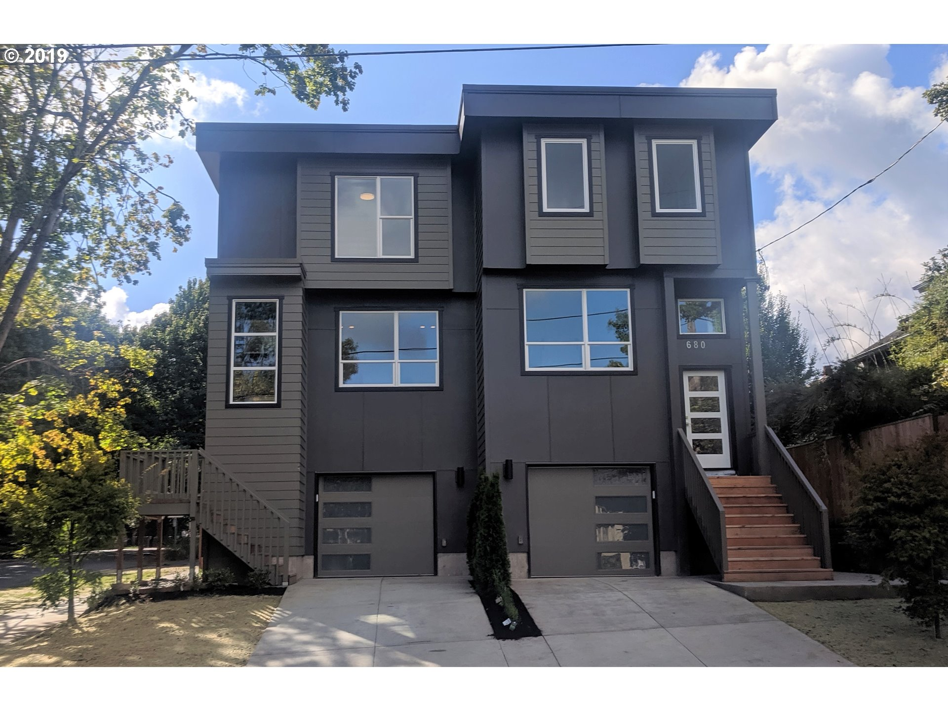 Beautiful modern townhouse style condo in the heart of the Eliot/Irvington neighborhood. Open floorplan lives large with 4 bedrooms and 3.5 bathrooms. Lots of natural light and high end finishes. Basement guest suite has separate entrance. Across the street from Irving Park.