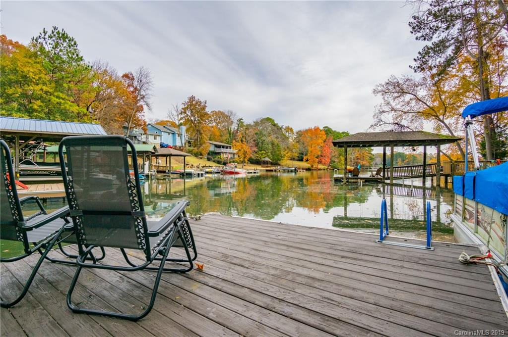 You are living in your new waterfront home with a shared floating dock and pier on Lake Wylie. Enjoy year-round fun and view from your covered patio or deck attached to the property with new sliding glass doors. All windows replaced 2019, roof 2019, HVAC 2019, carpet 2019, kitchen appliance 2018, tour with your broker or call now. Three bedrooms and two full baths with dining, breakfast, foyer, great room, and family room. Call now for your private tour!