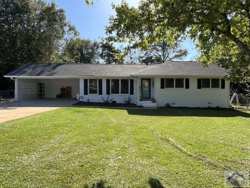 Oconee County 3 Bedroom 2 Bath open floor plan with a exercise/sunroom. Bathrooms have been updated, LVP Flooring thru out the house. Outside freshly painted.  Great location!
