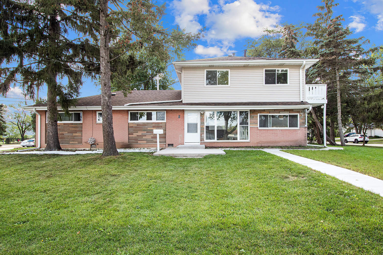 Beautiful renovated Single Family House with 5 bedrooms and 3 bathrooms, This home features refinished hardwood floors, a unique floor plan, attached 2-car garage with new concrete floor, new six panels doors, new kitchen cabinets, all appliances stay, new washer and dryer, new concrete driveway, new windows, Large corner lot, remodeled second floor bathroom, 2 furnaces, in ground pool, to much to list. Don't missed this opportunity.