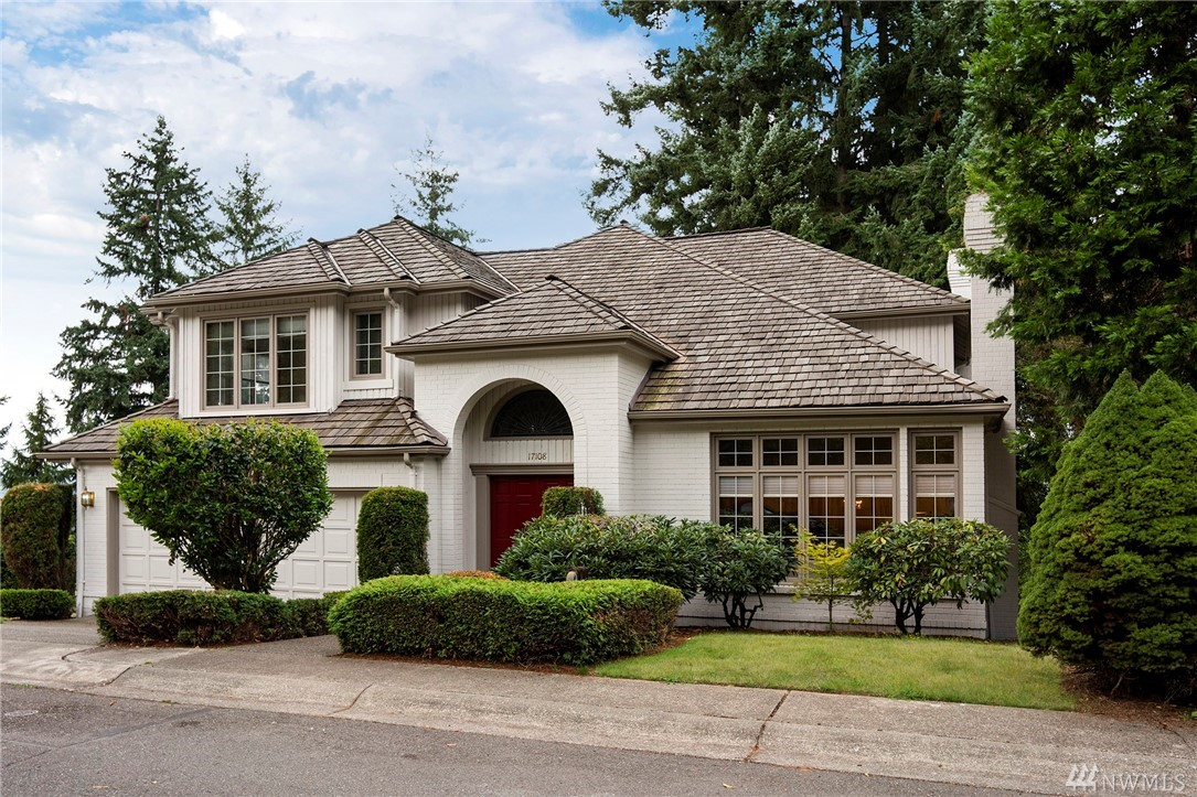 Rare find in this classically styled home walking distance to downtown. Home has carefully crafted millwork thruout & contains dramatic formal living room w/high coffered ceiling & gas fireplace, formal 13x16 dining room, spacious family room w/fireplace adjoined to the kitchen. Well appointed kitchen w/a double oven & a 5-burner jenn-air gas cooktop. Gracious master bedroom comes w/attached 5-piece bath & huge walk-in closet. Hard to find bonus room for play area or 4th bedroom? Heat pump-A/C.
