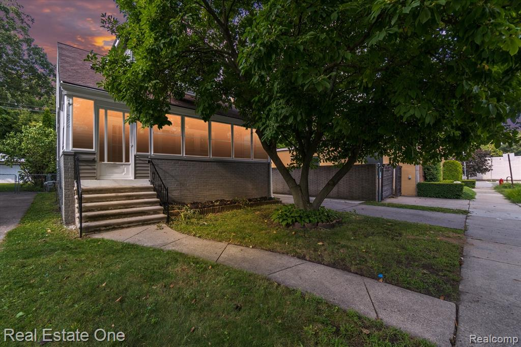 Updated 3 Bed 1 Bath House With Great Floor Plan.  Updated Floors And Paint.  Big Park Like Yard With Deck.  Updated Bath.  Show And Sell  Agent Is Owner Send Offer To Frankmastroianni@ymail