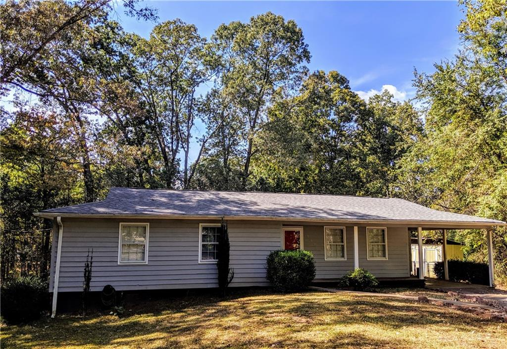 Cozy ranch in cul-de-sac in convenient location to shopping, hospital and Clemson University.  Updates include; roof, HVAC, carpet in master bedroom, flooring in kitchen and bathroom and new privacy fence in backyard.  Great home for first-time home buyer or investors home.