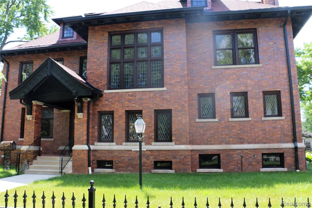 True Distinction-1904 Boston-Edison Estate carefully restored & modernized to preserve it's character & architectural integrity. Get lost in the beauty of thisMajestic 3-Story colonial! Enter through the front door to the main hall then on to the library, parlor  & spacious sun porch! Extensive use of leaded glass windows/doors bring an endless flow of natural light! Grand 2-Story Staircase - the ornate woodwork/wall of windows will leave you speechless! Updated kitchen w/island, built-in appli & Butler's Pantry is a dream.  Rooms are spacious & never-ending! 2nd floor features Master Suite w/Fireplace, Bathroom, Dressing Area & private sunporch plus 3 additional bdrms. 3rd floor boasts 2 bedrooms & updated bath! New Roof & Gutters, 7 Cam surveillance system, internal network connection in every room, 8 zone sprinkler, fenced yard, new cement driveway, 2 car garage. Nothing left untouched! Quiet tree-lined street mins from Voigt Park, Freeways & Downtown! Act Fast - rare opportunity!