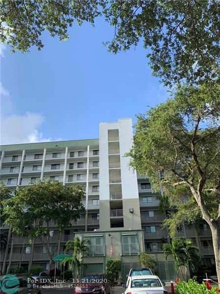 Gorgeous lake views in this lower penthouse unit which boasts SS kitchen appliances, full size W/D in your own laundry room; large walk in closet in master bedroom and neutral colors. Excellent landlord. Newer AC, water heater, microwave, bedroom blinds, shower door, bathroom cabinet & bedroom carpet. Association has many amenities incl. clubhouse, pool, gym, card room, tennis, walking trail, car washing area; very pet friendly up to 25 pounds.  Unit will be available for annual rental June 11th. Association does require tenant to pay a refundable $800 security deposit.