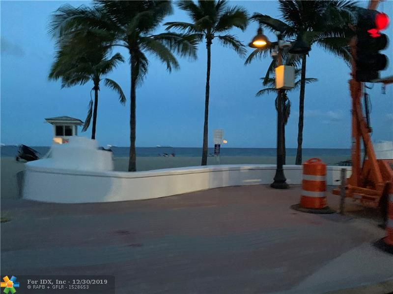 one bedroom one bath tiled throughout, impact windows and balcony sliding door. Overlooking the intracoastal, watch the boat parade, million dollars homes, sunset, newer circuit breaker, just been painted, move in condition.  walk to the beach, shops and many restaurants.. 5min drive to las olas restaurants and downtown fort lauderdale shows well, great location, magnificent view. assigned parking.  Rent immediately. no age restriction.
