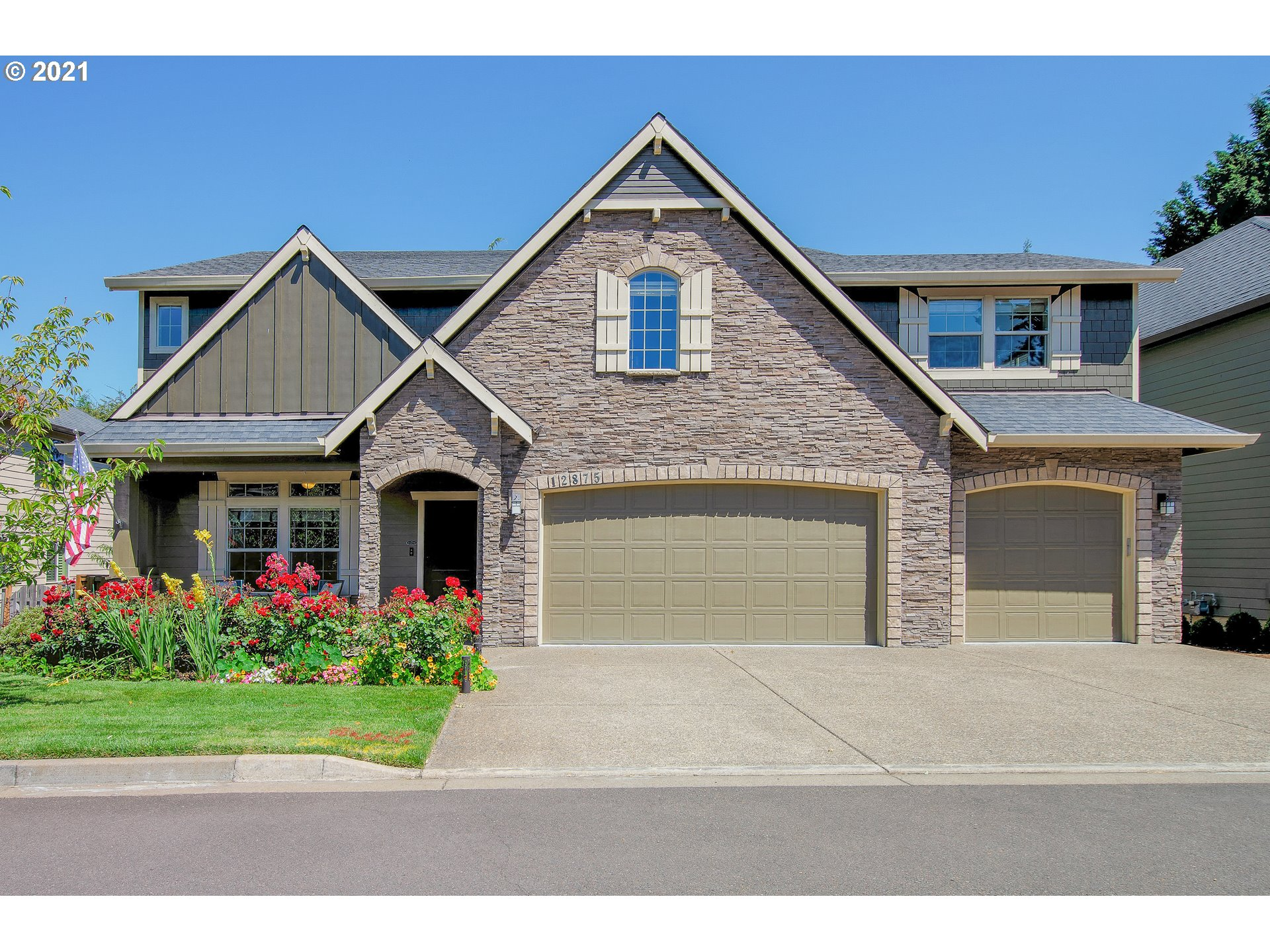 Stunning Executive Smart Home. Impressive home boasts soaring high ceilings, large rooms w/ huge windows. Relax/workout in the oversized bonus/game room w/ wet bar. Entertain in the gourmet kitchen/great room. Move to the amazing backyard equipped w/ covered outdoor living area that opens for sunshine. Luxurious master en suite. Impeccably updated with stylish, high-end materials. 3 car garage w/ lots of storage. Must see to appreciate! Quiet neighborhood and easy access to food/shop/fwys.