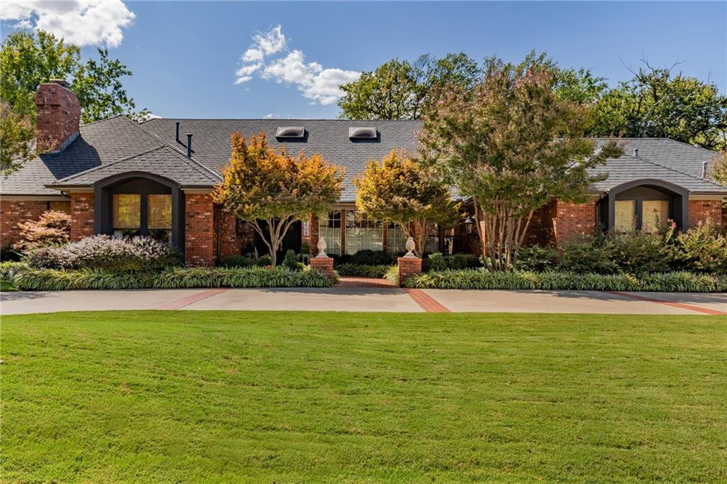 Beautiful design & quality in this wonderful custom built, Bill Quigley home! The private, lush, & wooded lot, sits high above the creek for a breathtaking view. Inside is a magnificent & open plan, with great flow from room to room. Spacious living & dining areas, gourmet kitchen, walk-in wet bar, large study with built-ins, & lovely bedrooms, work perfectly together for any occasion! Dramatic pool & outdoor kitchen/gazebo will tempt you to vacation at home! This is a must-see, one of a kind property.