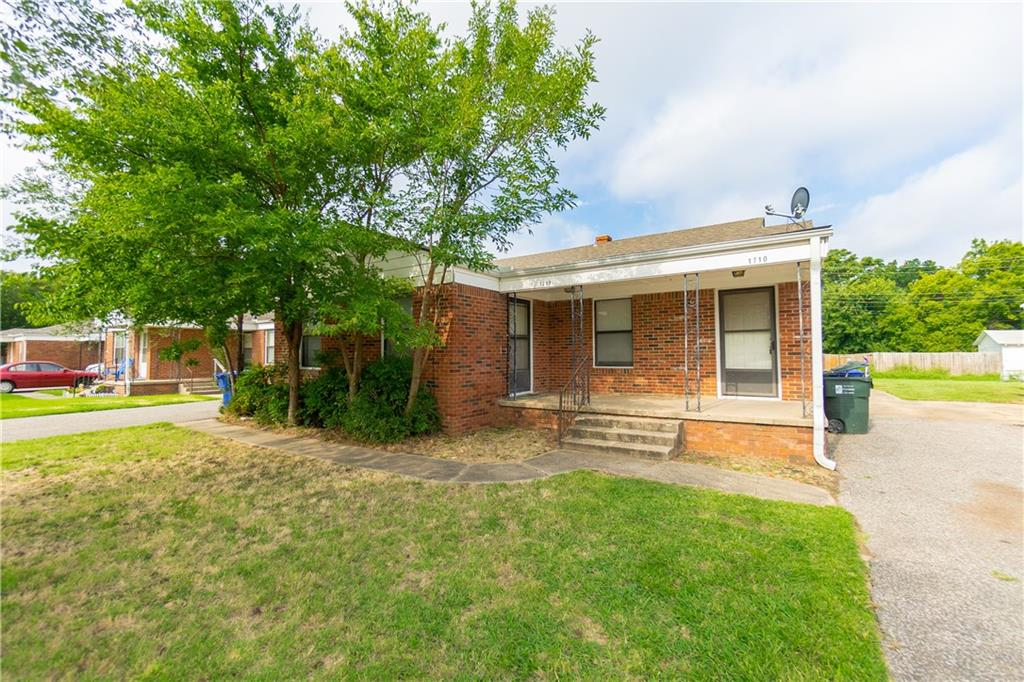 Duplex in Norman, not far from Campus!  One side is a 2 bed and 1 bath and other side is a 1 bed 1 bath.  Both come with washer and dryer hook-ups.  Rent for 1 bed has been $625 in the past and 1712 (2 bedroom) is rented for $675/mo. Updates have been done with new exterior paint, window repair and one unit has new carpet.  Come take a look at this great investment opportunity!  1706 and 1708 next door is for sale as well.