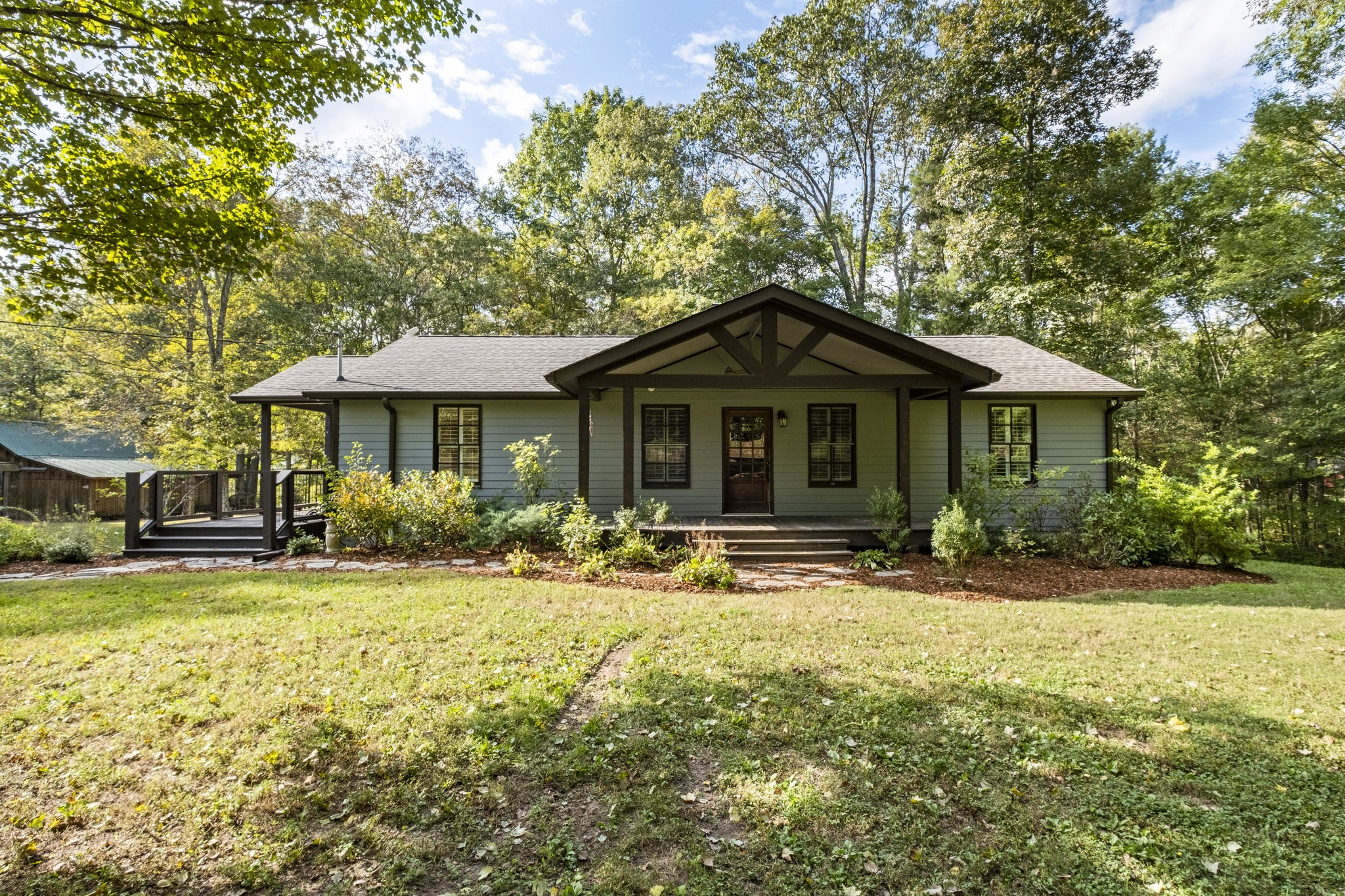 Over 6 acres on the Harpeth River! This picturesque property features a cute, country house in the most serene setting Tennessee has to offer. Ten minutes from Leiper's Fork and 15 minutes from downtown Franklin allows you to feel remote, without the commute. Don't miss it!