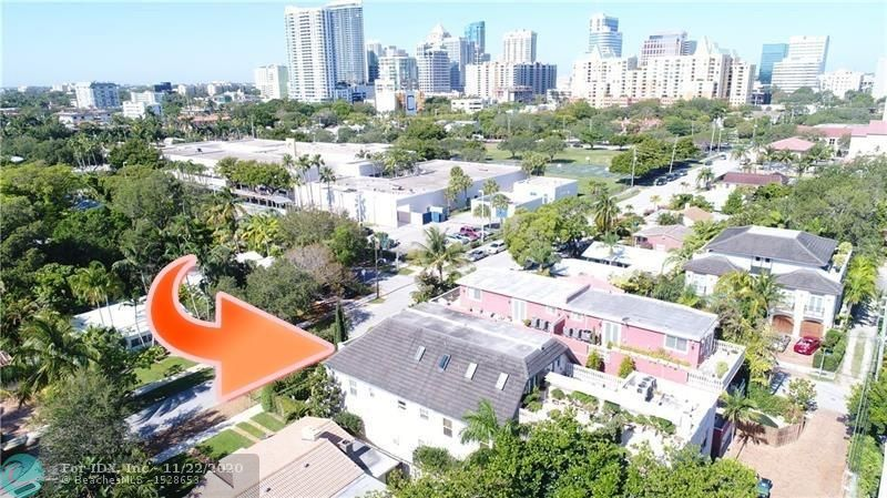 "DIVORCE SALE!  PRIME SOUTH VICTORIA PARK LOCATION JUST A 5 MINUTE STROLL TO DOWNTOWN AND LAS OLAS ENTERTAINMENT DISTRICT! MEGA 5,340sf 3 STORY TOWN HOME, ELEVATOR, HUGE  ROOF TOP TERRACE & HARD TO FIND ""GUEST HOUSE"" FLOOR PLAN!  3 BEDROOMS + PLUS HUGE 3RD FLOOR MAN CAVE, COULD BE 4TH BEDROOM SUITE &  4.5 BATHROOMS, ELEVATOR, GOURMET  GAS WOLF STOVE & 2 SUB ZERO REFRIGERATORS, A TRUE GOURMET KITCHEN! MARBLE BATHROOMS! LUSH TROPICAL PRIVATE POOL! 2 CAR GARAGE! QUALITY HURRICANE CONSTRUCTION! COULD BE A TURN KEY DESIGNER READY TO LIVE IN UNIT!"