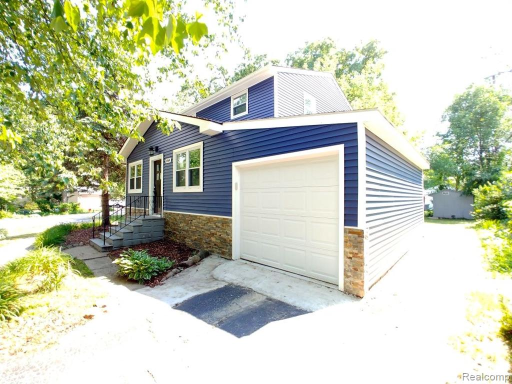 Sylvan Lake Staycation destination- 2 Blocks to the beach! Upscale colonial with much detail. Much renovation has gone into this home including a new attached garage with direct access to home. New Vinyl and Stone exterior gives the home nice curb appeal. Large balcony deck to enjoy many BBQ's this summer. Gourmet Kitchen with upgraded  cabinets with glass lites doors, counter-tops, appliances (Refrigerator, Range, Micro and dishwasher), Lots of windows and door-walls to let in natural daylight, Beautiful exposed hardwood flooring in Great Room and both Dining areas. Huge master bedroom with extra large walk in closet with many  shelves. First Floor Guest bedroom with siting area or walk in closet. Basement Laundry with newer front loaded washer & dryers.