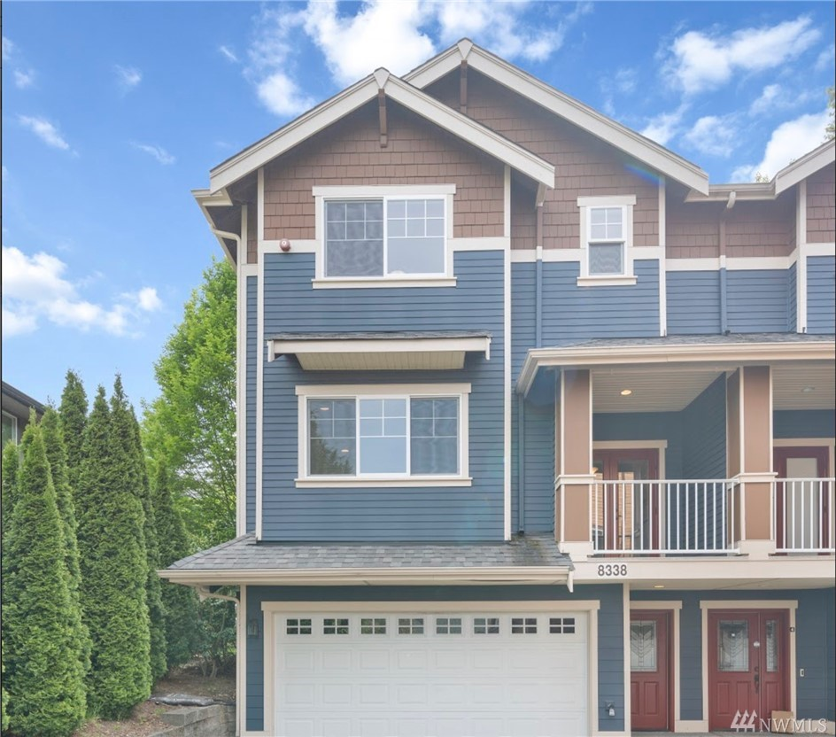Don't miss this bright and wonderfully maintained townhome in the heart of Redmond! Top of the line appliances, new paint and carpet throughout, good-size 2 car garage, 3BR with a bonus room that can be the 4th BR, and owner-managed HOA. Convenient location with walking distance to Redmond transit center, monorail station and Redmond towncenter; next block to Redmond elementary; easy bike commute to MSFT and close to Sammamish River trail. Come and check it out before it's gone!