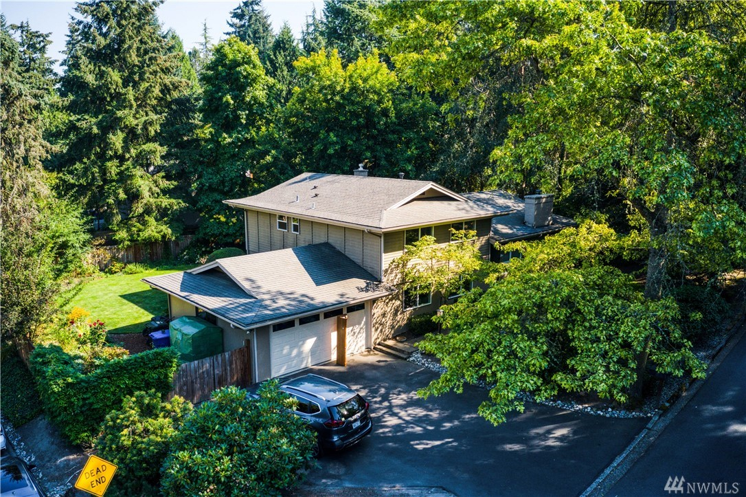 Spacious Horizon View Tri-level on picturesque 1/4 acre lot. Generous entry leads to living room w/fireplace & large windows. Kitchen includes extensive cabinets & counter space plus bar-top for 2. Dining room for 8 overlooks deck & yard space. 3 bedrooms up including large master with 3/4 bath. Lower level has bedrooms 4&5 plus family room w/level walkout to patio & yard. Fantastic walking neighborhood & only minutes to H.V. park. New heat pump in '20. AC in '16. Ample garage, parking & fenced.