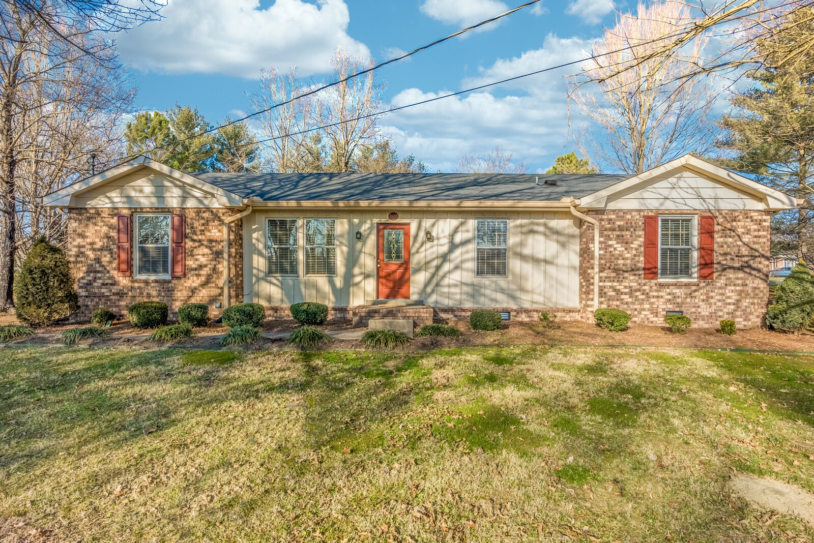 Convenient location just seconds to Glenbrook Shopping Center and Vietnam Veterans Blvd. Well maintained home with new flooring and fresh paint throughout, updated bath and new granite countertops. Beautiful brick paver patio overlooking park-like backyard.
