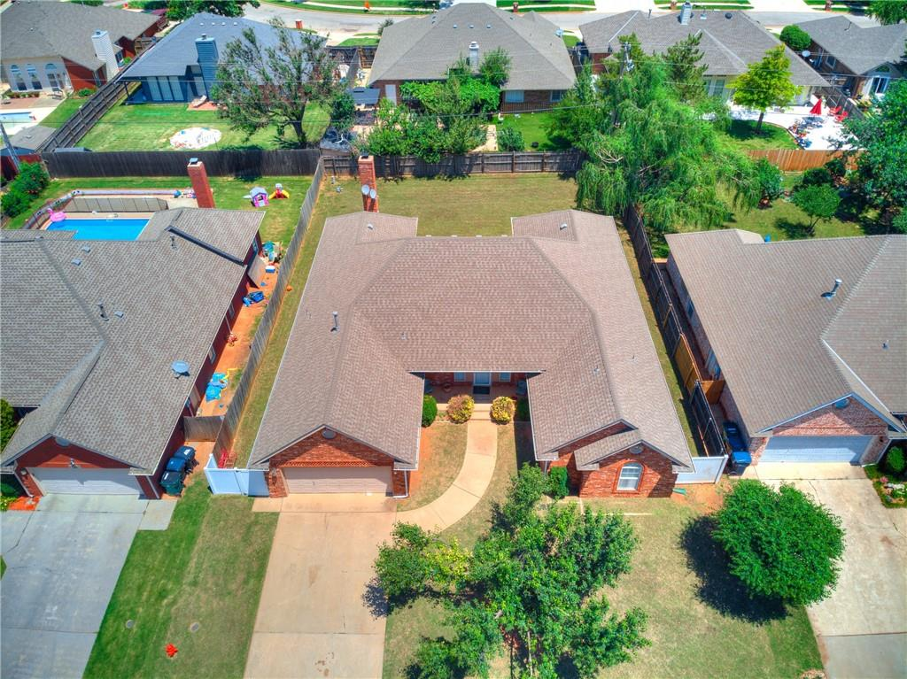 Great location in West Edmond!  Close to Kilpatrick turnpike, restaurants and Quail Springs Mall. Don't miss this well cared for and spacious home with great layout and huge backyard! Between May Ave. and Pennsylvania and just north of the mall, this neighborhood has clubhouse, pool and playground.  Open House Sunday June 20, 2021.