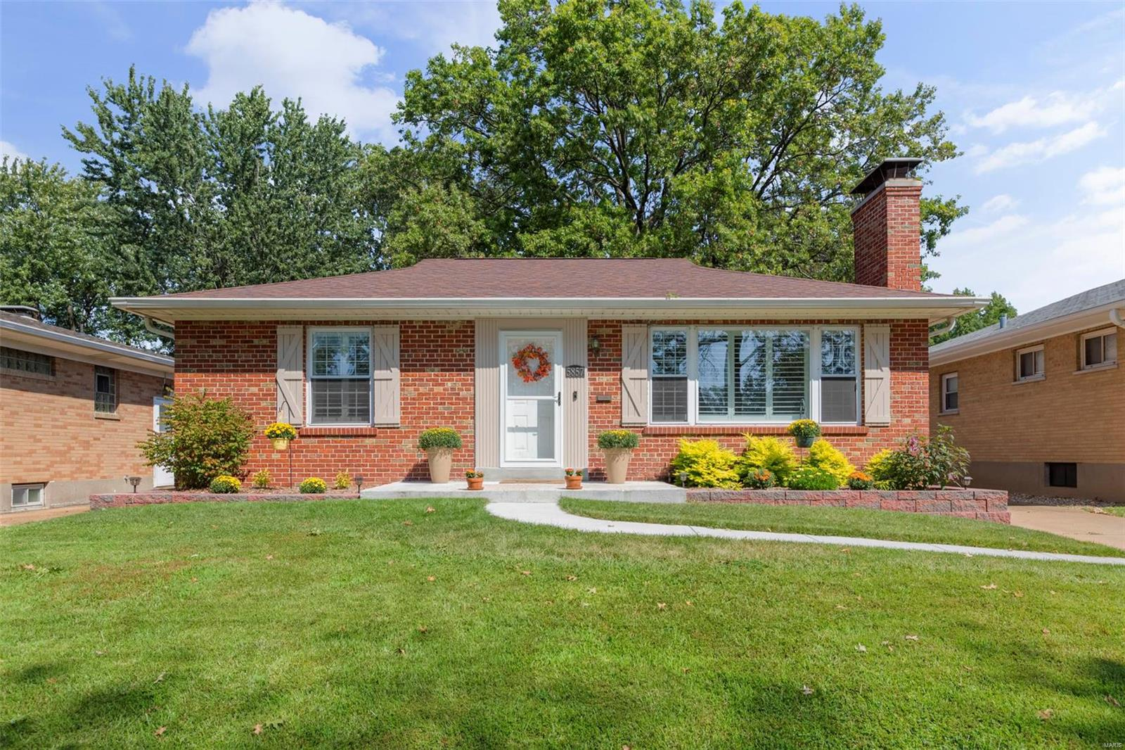 5857 Holly Hills Avenue, St Louis, MO 63109