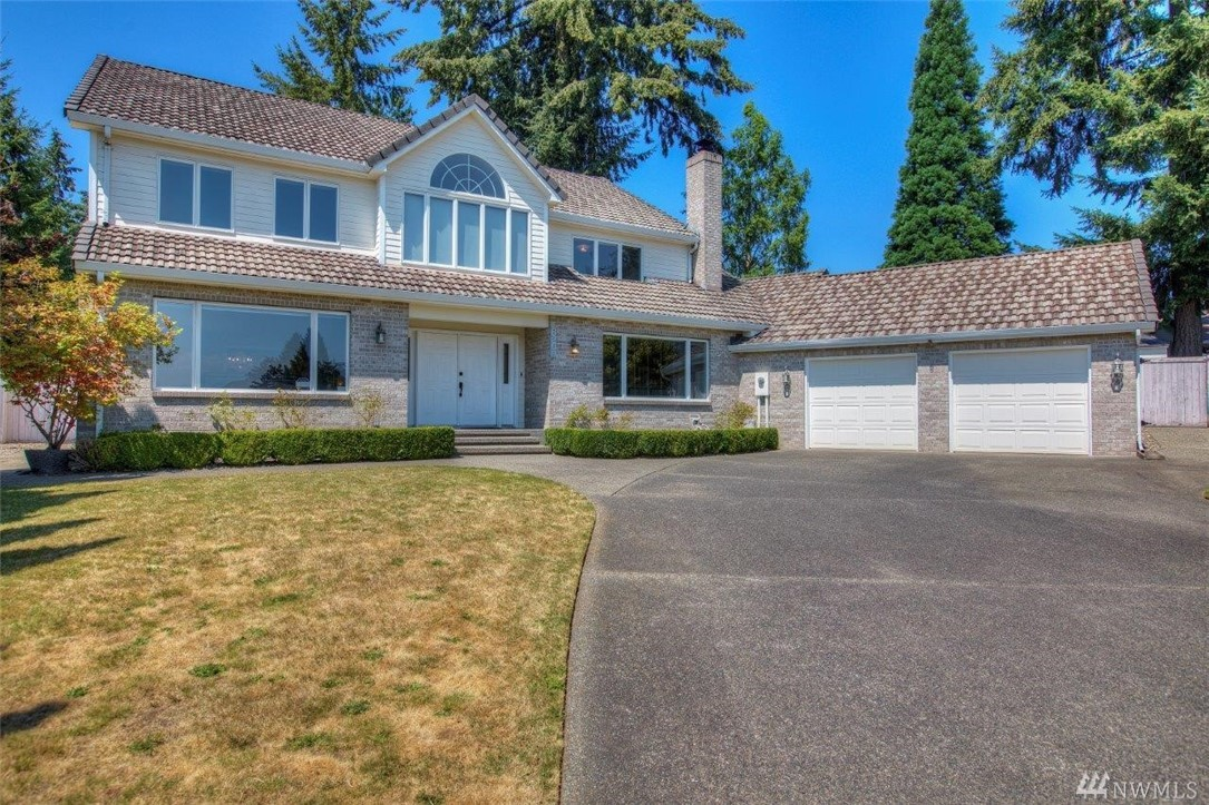 Beautiful 4bd/3.5 Bath+office home on culdesac in established U.P. neighborhood. Light&bright w/Mt Rainier views from all front rooms. Traditional floor plan boasting 3800+sqft. XL master suite w/5-piece bath, jetted tub & walk-in closet. 2nd master w/full bath. Dbl ovens & all ss appliances, hardwoods, built-ins, dbl closets in all BR's, WB fireplace, AC, private level yard w/wrap around patio+shed. Huge utility rm could possibly convert to 5th BR. No HOA. Near Chamber's Bay & UP Town Center