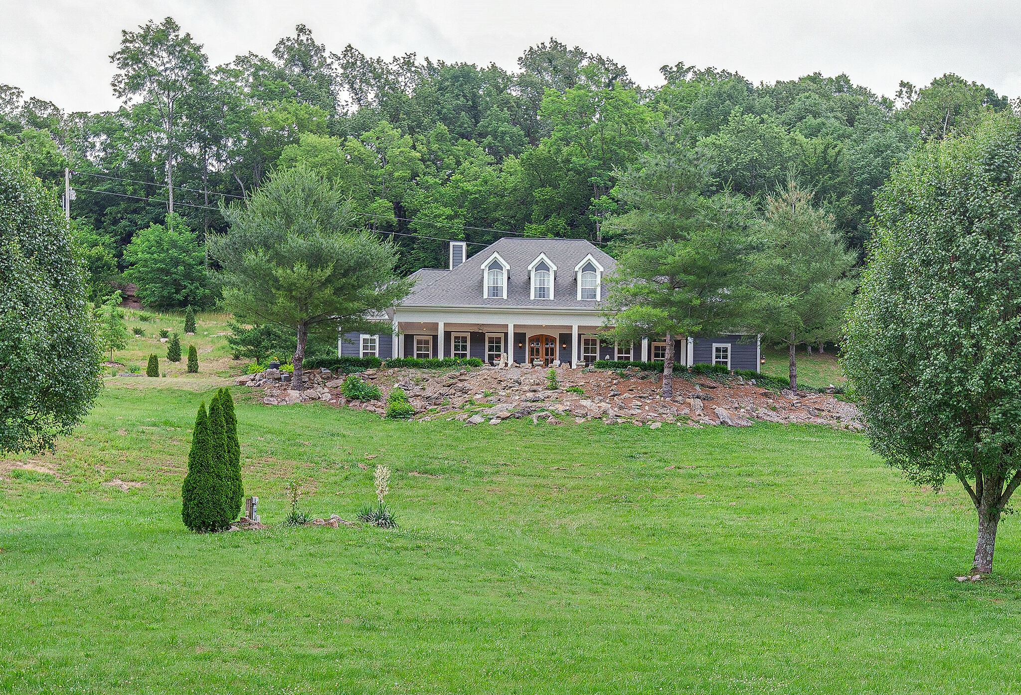 This beautiful cape cod style home was completely renovated in 2020. This home was featured in a national magazine by Tanya Tucker. A building site is prepared for a barn and horses. Completely hidden writers cabin of 1025 sq ft on top of ridge. Spectacular western porch view overlooking the valley. Centrally located to Franklin and Leiper's Fork.