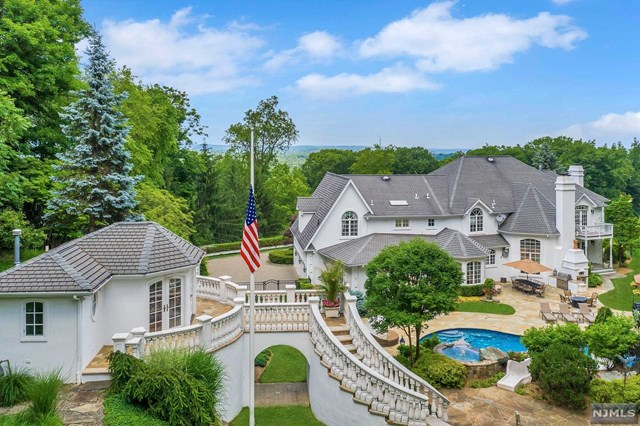 Ultimate Entertaining - 4 Acres, Franklin Lakes, NJ 07417