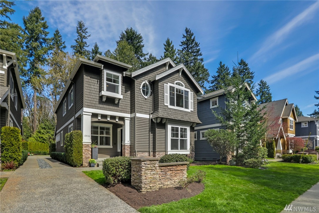 Quiet street in heart of Rose Hill! Fantastic location mins to FB, MSFT &dwntwns. Beautiful Craftsman w/open floor plan and main-level office. Fabulous Chef's kitchen in stainless steel, gas range & over-sized granite island. Great rm w/gas frpl. Private master has it all - peaceful views, spa-like bath w/ soaking tub & walk-in closet. Three more well-sized bedrooms upstairs & lg bonus rm. Greenbelt lot! Highly-rated schools! New paint,carpet, refinished hardwoods. Move-in ready! Pre-Inspected.