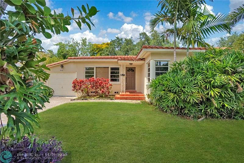 Spectacular 4 bedroom 3 bath home in the heart of Rio Vista. NEW solid bamboo flooring throughout. Beautifully updated kitchen boasts granite countertops, stainless steel appliances and wood cabinetry. Large living space and spacious bedrooms. Updated bathrooms! Roof 2014! Private backyard with room for a pool. 1 car garage! Close to Las Olas, beaches, highways and airport. This home is a must see.