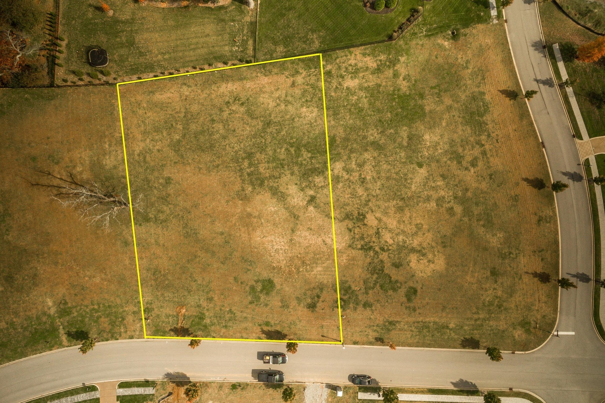 One of the largest building lots available in luxurious Fairvue Plantation. This gorgeous .79 acre lot is ready for you to build the home of your dreams in one of the most sought after and prestigious lakefront and golf club communities in all of Sumner County. Golf Course, swim, fitness and dinning available with optional club membership.