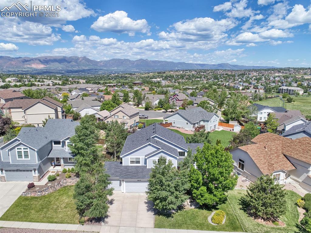Visit this inviting 4BR, 4BA home perfectly situated on a large lot offering majestic mountain views to be enjoyed from the deck, family room, kitchen, dining room and master suite. The welcoming foyer draws you into the living room that boasts soaring ceilings and cascading windows. French doors lead to the main level study with built-in book shelving. The spacious kitchen provides a center island, ample cabinet and counter space, double ovens & dining nook.
