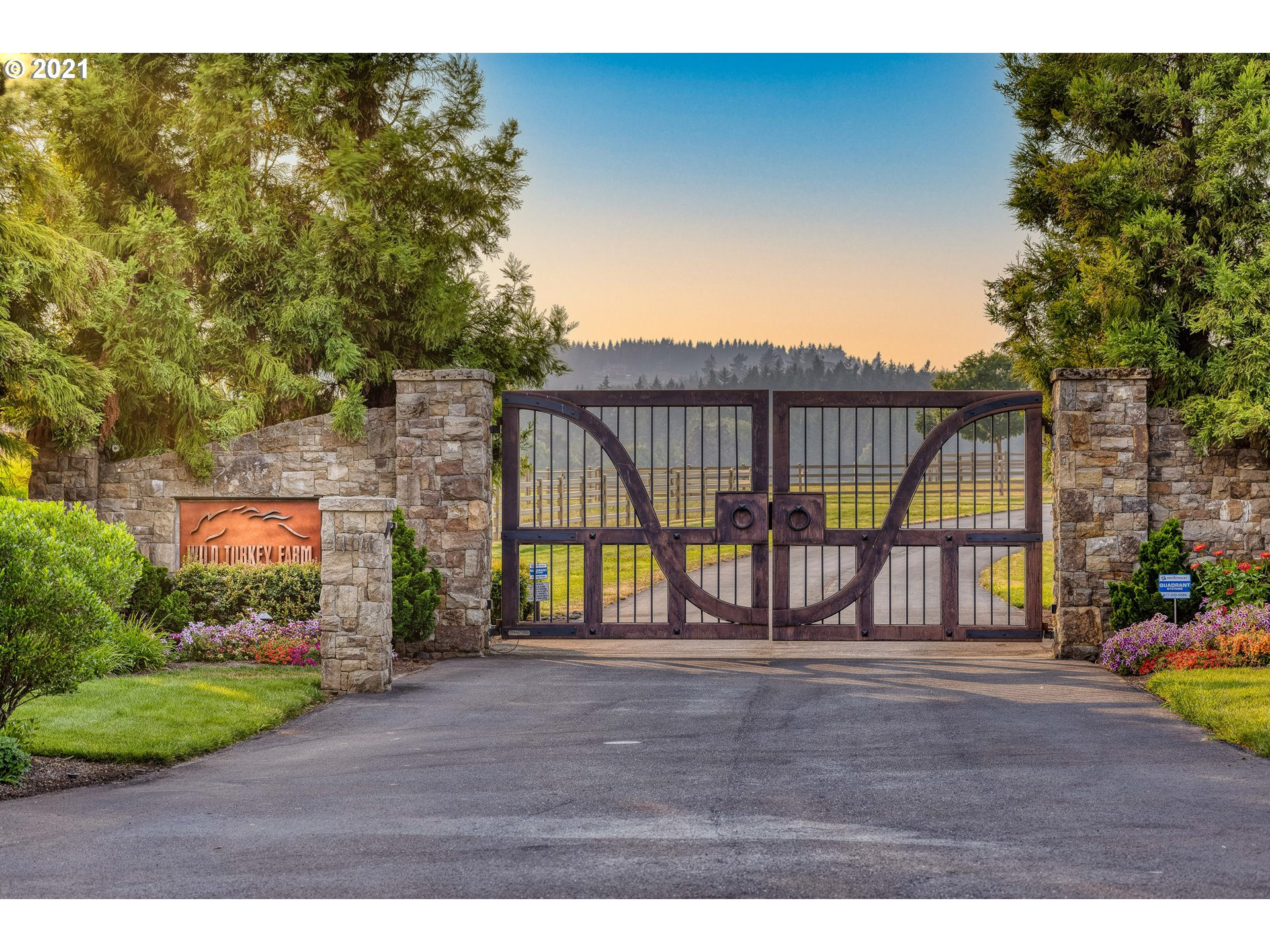 World-class 215-ac equine breeding and training facility on Willamette River w/stunning 9,855sf owner?s residence. State-of-the-art facilities w/indr and outdr arenas, 33 pastures, 5 barns, 97 stalls w/attached runs, vet lab, farrier rms and wash racks. Main res has infinity pool, outdoor living, grmt kit, add'l detach garage w/priv office plus 2 add'l homes for staff/guests. Fenced and gated. River frontage w/dock. Exceptional equestrian lifestyle opportunity! Real Estate only for sale.