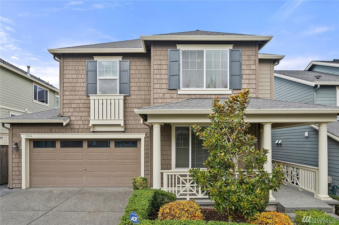 Exceptional one owner beauty in Tyler's Creek! Fully loaded w/builder upgrades. Soaring ceilings & gleaming hardwood flooring welcome you into this stunning home. Award winning Lake Washington Schools! Minutes to downtown Redmond & MS. Easy access to nearby walking trails & parks! Lofted den plus a dramatic two story entry. Chef's kitchen w/slab granite counters & stainless appliances. Charming covered porch, A/C, & spa like master bath w/huge walk in custom built closet. Location can't be beat!