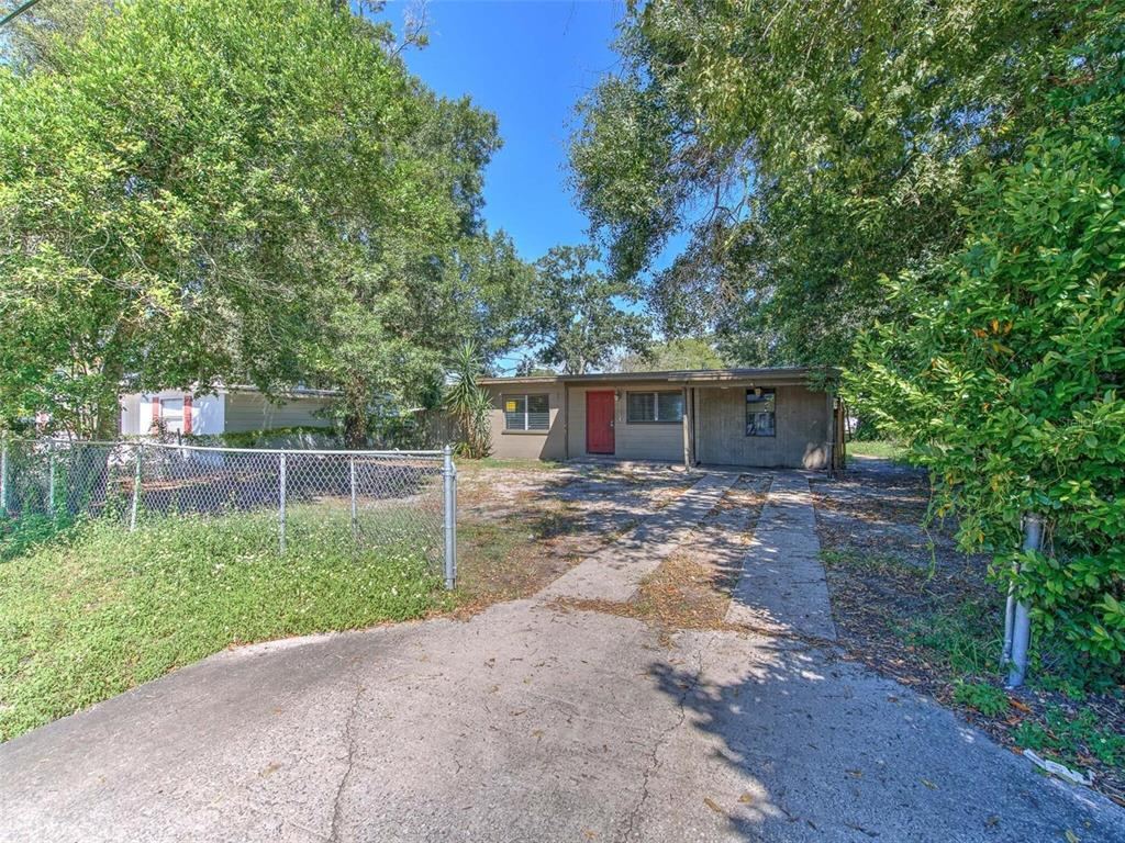 Investment special, sold As Is with right to inspect. Home offers 2 bed, 1 bath, living room, dinning and kitchen. Home also offers a nice size fenced in yard. Access Hwy 60 & I-4 or an Easily commute to nearby Brandon, Tampa, and Lakeland with close proximity to US Hwy 60 or I-4.