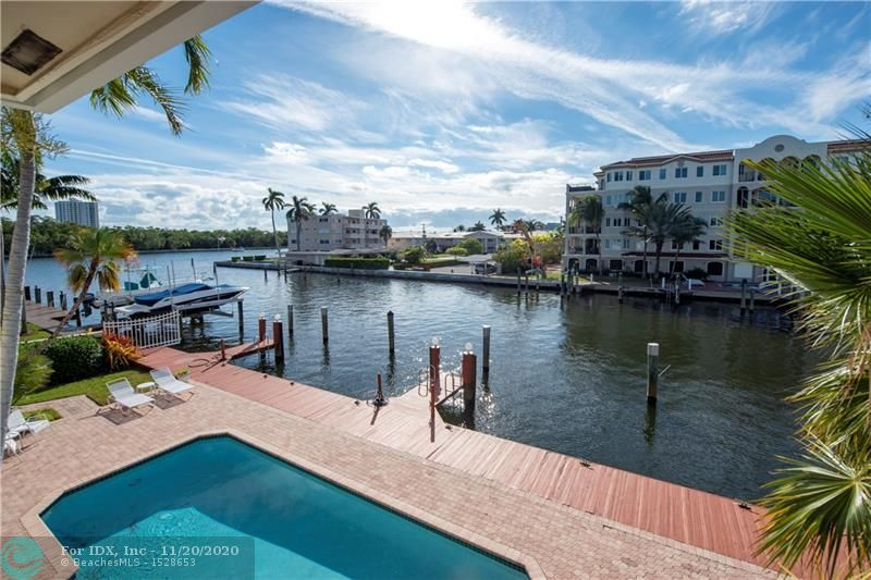 OWNER FINANCING AVAILABLE. Beautiful 2nd floor waterfront courtyard townhome condo with 2 bedrooms + a bonus room, ideal for office/den. Overlooks Intracoastal & Birch State Park. Only 4 units in charming complex just off the point. Private DOCK & 1-car garage. Fantastic updated kitchen with granite counters & Miele & Viking appliances.  Open and airy with vaulted ceilings. Walk-in closet. Jacuzzi tub + shower in master bathroom. Spacious balcony overlooking the heated pool and great views of the Intracoastal waterway. Minutes to the beach, shopping & dining. Very desirable Bayview School District.