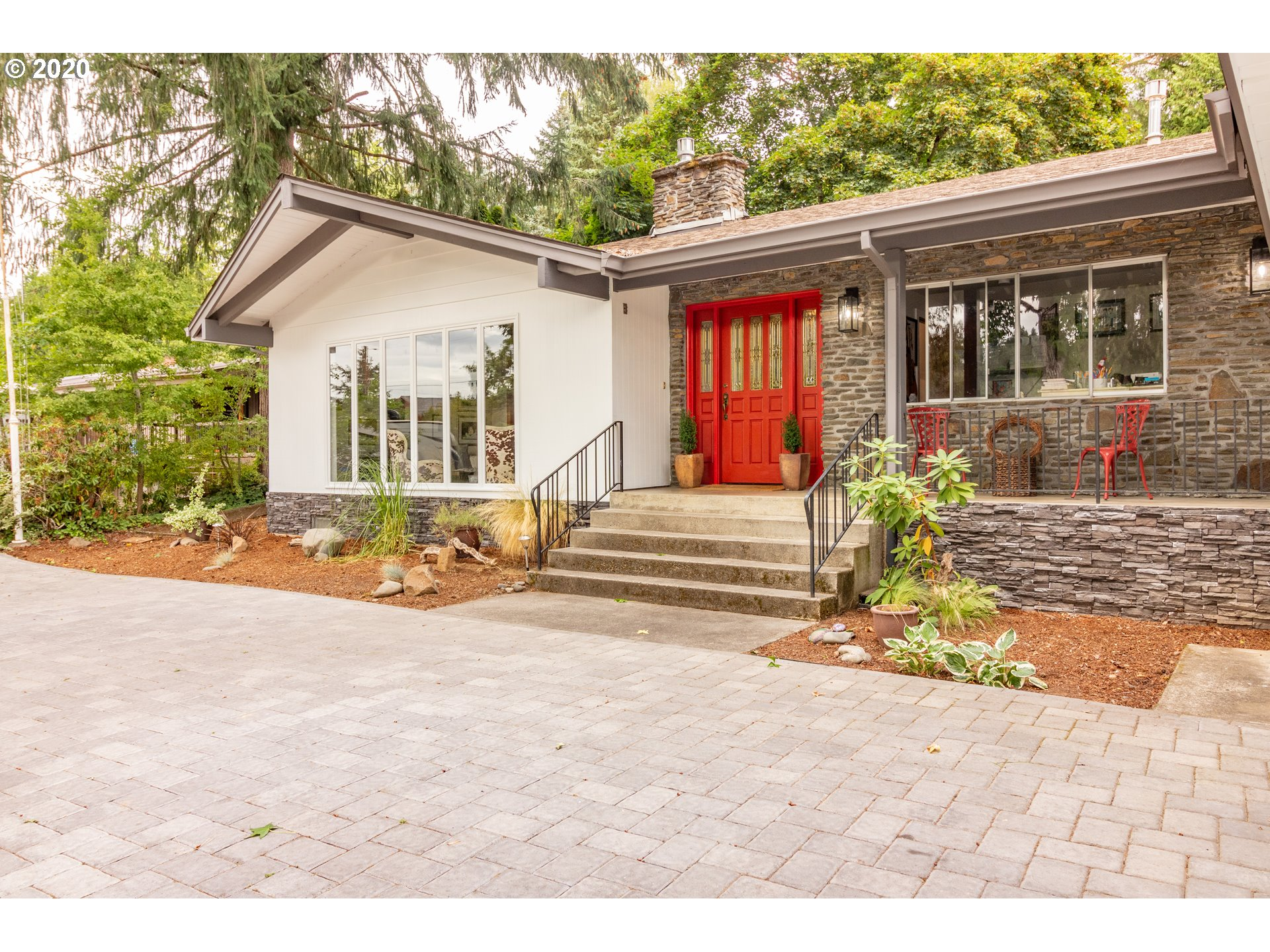 Coveted location on quiet lane just a block to Willamette River w/river access-a peaceful retreat! Sellers remodeled the home for themselves-all high quality & unique really cool features-Open floor plan w/kitchen in center of house. Soaring vaults-Skylights-Open beams-Floor to ceiling windows that look out on huge private yard. Living room also has floor to ceiling windows-Stone fireplace-Vaults-Beams. Master bath is spectacular-huge open glass wall shower & soak tub. Bamboo-Eucalyptus floors