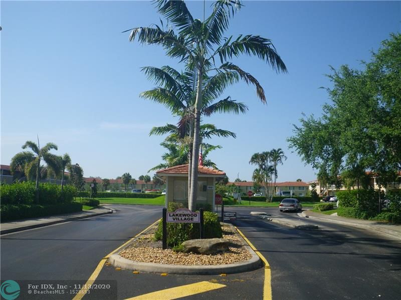 Large 2/2 LAKE MODEL SECOND FLOOR UNIT OVER LOOKING  BACK CANAL ALL AGES COMMUNITY  WITH WASHER AND DRIER IN  THE UNIT   TENANT LIKE TO CONTINUE IF NEW OWNER WANT TENANT PAYING  1100.00  PER MONTH ON A MONTH TO MONTH BASIS    GOOD INVESTMENT IN THE HEART OF CORAL SPRINGS   WALK TO MAPLE WOOD ELEMENTRY SCHOOL  RAMBLEWOOD MIDDLE AND TARAVALLA HIGH SCHOOL AREA EASY TO RENT CURRENT RENT IN THE COMPLEX  1300-1400   WALK TO MALL, WHOLE FOODS , SAMS CLUB , 24  HR JIM,   WALL MART AND HOME DEPOT  Showing only by appoint with LA  24  HR NOTCE   unit 9927 Bldg.  26 in back row