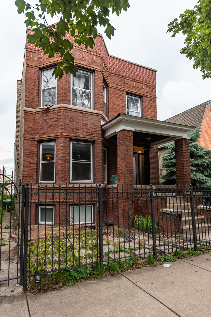 2718 N Campbell Avenue, Chicago, IL 60647