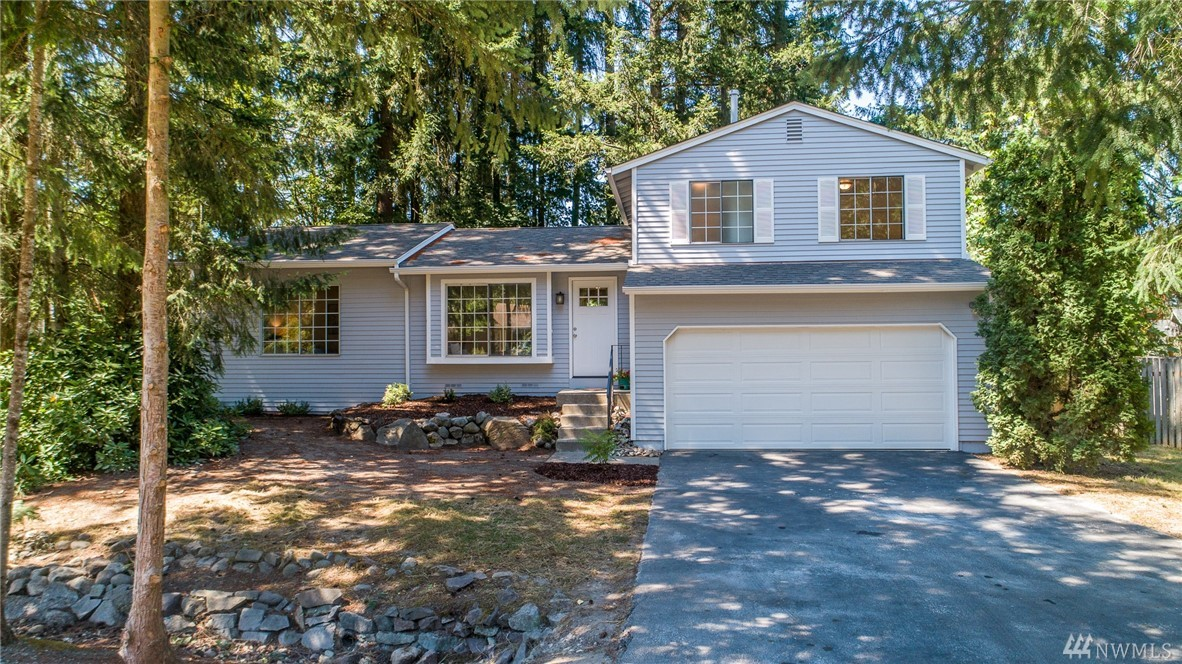 Updated south-facing Sammamish home on 1/4 acre corner lot on a quiet cul-de-sac! Great tri-level floorplan w/huge master suite on main floor w/3 beds, full bath and laundry up. Beautiful eat-in kitchen w/new SS appliances, Shaker cabinetry & quartz counters. Large family room opens out to large backyard awaiting your vision. NEW: flooring, paint inside and out, doors including garage, cabinets, counters, fixtures, lighting & water heater. Close to shopping, parks and Lk Wash schools.
