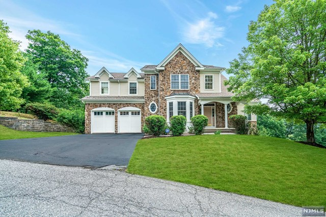 Cotswold Estates, Oakland, NJ 07436