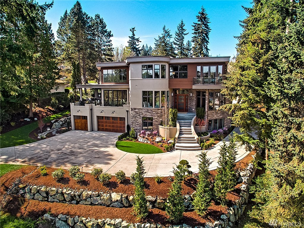 Welcome to this exquisite home in the heart of Medina off 2nd fairway of Overlake Golf & Country Club.  One of the best properties on 77th Ave NE, Enjoy the breathtaking & serene views of the golf course & the city, Soaring ceilings with brilliant open floor plan & design, functional 2nd kitchen off the main gourmet kitchen, double entry, 7 ensuite bedrooms with luxurious main floor guest master suite, media room, Elevator, sauna, covered outdoor eating, Expensive nana style wall system. Superb!