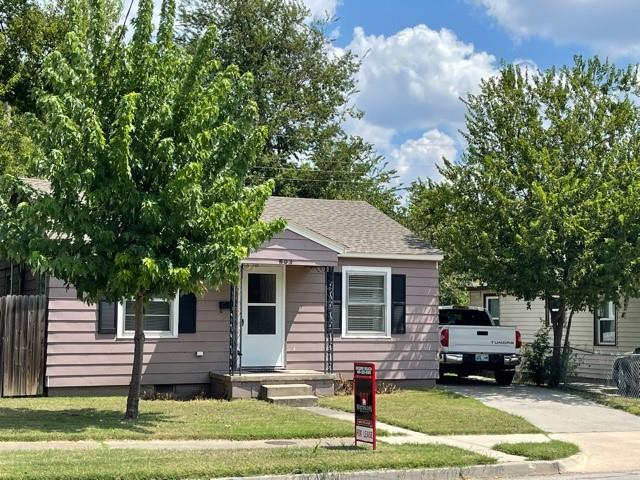 1 Mile from OU!!  Remodeled Inside with New Paint, Counter Tops etc.  3 Bedrooms, 1 Bath, Inside Utility. Central Heat & Air. Pets Must be Approved.  $40 Credit Check/App Fee per Applicant.