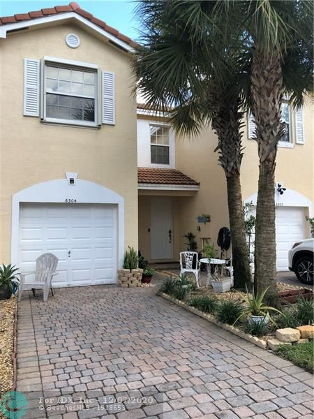 Beautiful 2 Bedroom/2.5 Bath Townhome with 1-Car Garage.  This unit features large bedrooms with bonus office/loft space and interior laundry.  Generous kitchen layout flows into living space.  Also features outdoor deck living space.  Excellent location off University Drive.